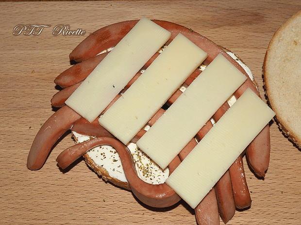 Bagel con wurstel pomodoro e formaggi 3