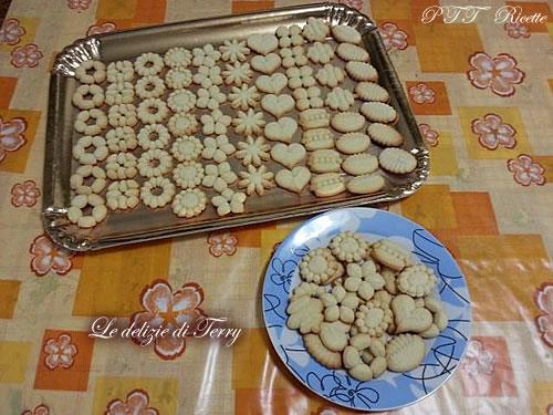 Biscotti con la sparabiscotti 1