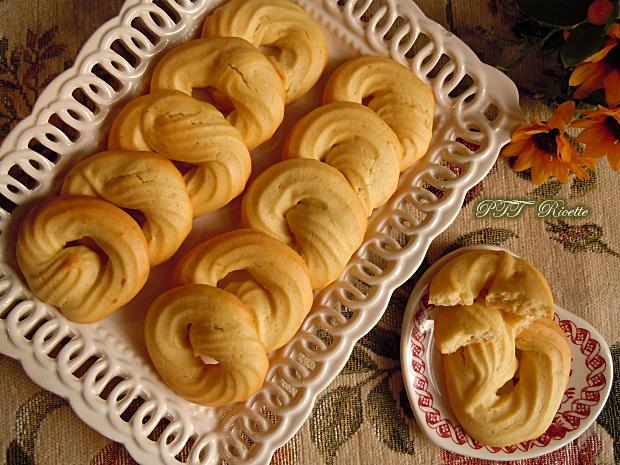 Biscotti con pasta frolla montata all'olio