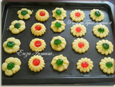 Biscotti di frolla con ciliegie candite 3
