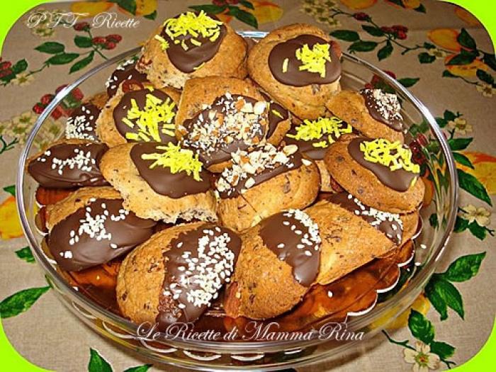 Biscotti di frolla montata bagnati nel cioccolato - PTT Ricette