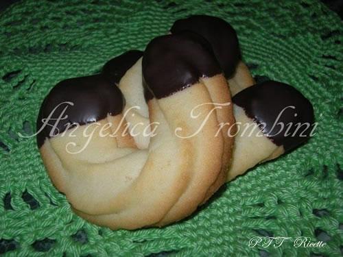 Biscotti di frolla montata e cioccolato fondente