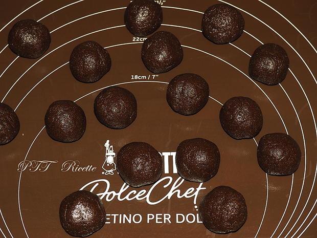 Biscotti di semola e cacao con guarnizione di cioccolato 2