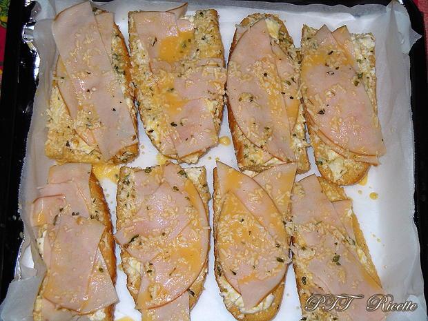 Bruschette al forno con certosa e tacchino 1