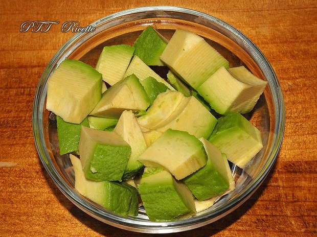 Bruschette con avocado, uova e pomodorini 2