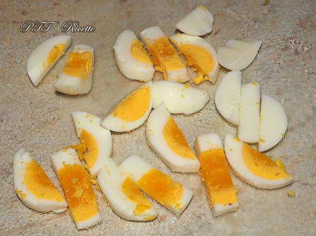 Bruschette con avocado, uova e pomodorini 4