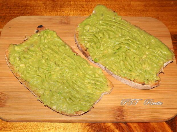 Bruschette con funghi e crema di avocado 2