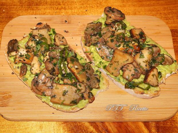 Bruschette con funghi e crema di avocado 3