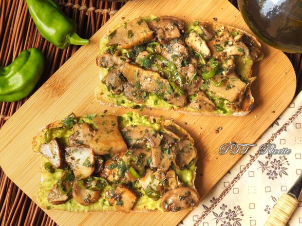 Bruschette con funghi e crema di avocado 5