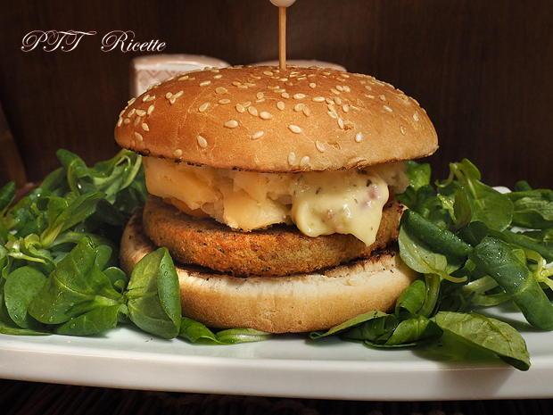 Burger vegetale ai ceci con patate e peperoni 4