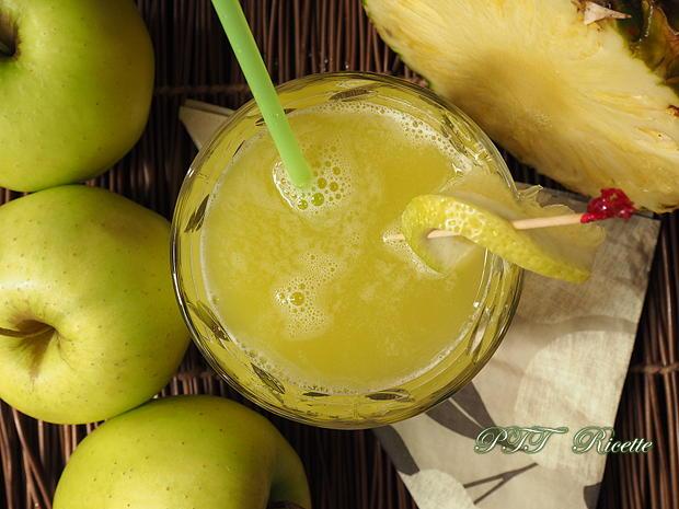 Centrifugato di ananas e mele 1