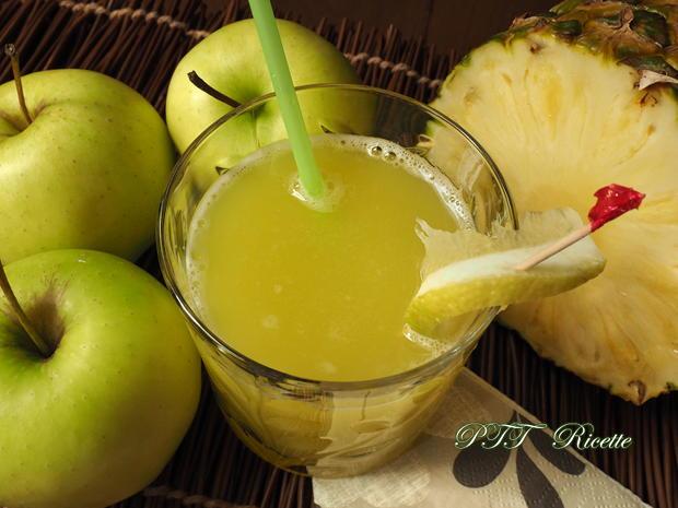 Centrifugato di ananas e mele 3