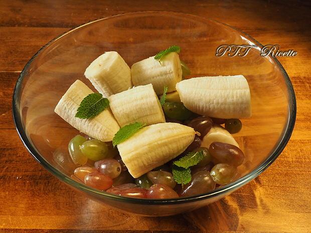 Centrifugato di uva pizzutello bianco e menta con banana-1