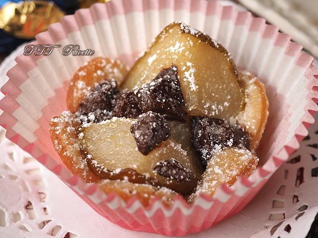 Cestini di pasta sfoglia con pere e cioccolato 5