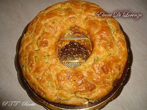 Ciambella salata con mozzarella, zucchine e speck