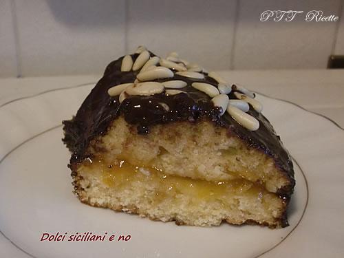 Ciambellone al cioccolato e pinoli con confettura di albicocche 2