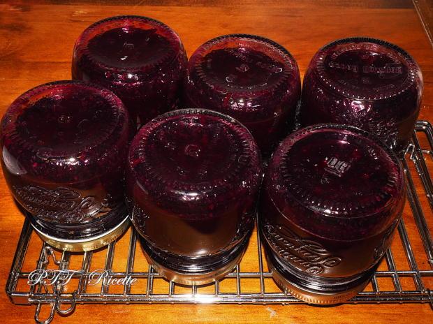 Confettura di uva nera fatta in casa 7