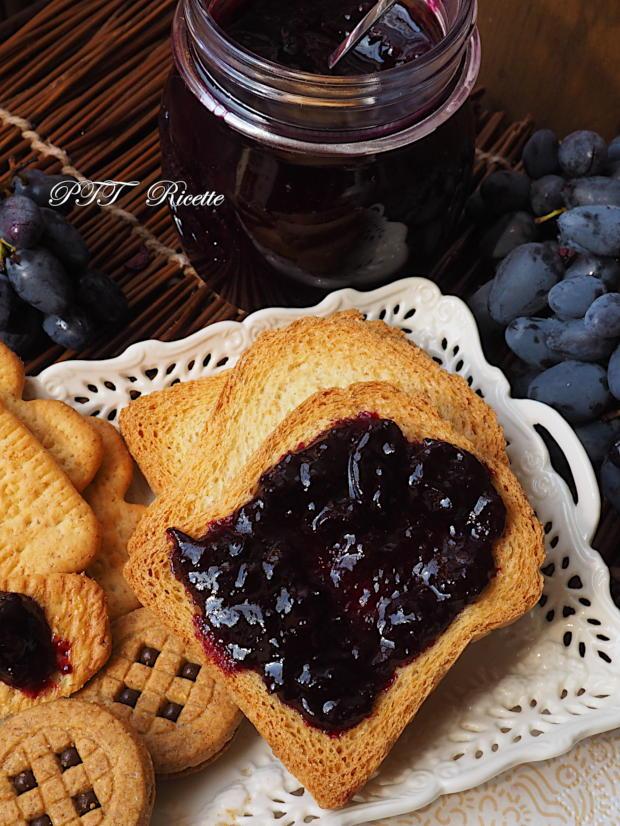 Confettura di uva nera fatta in casa 8