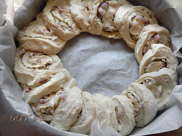 Corona di pane con cipolle 2