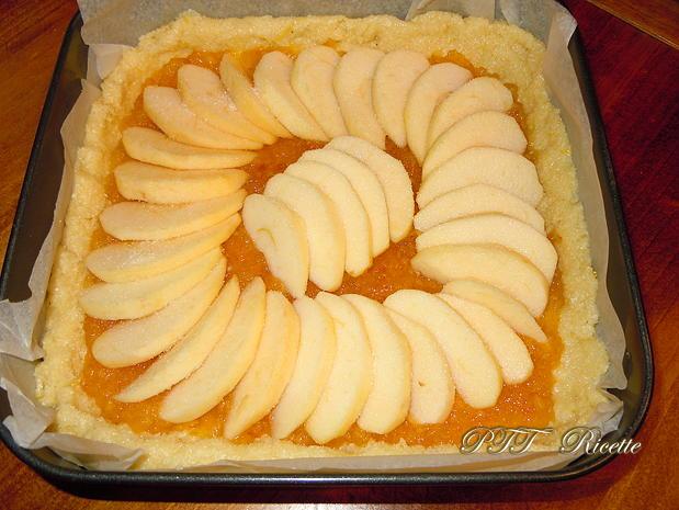 Crostata morbida al cocco con mele e marmellata 6