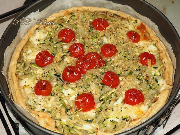 Crostata salata con zucchine, peperoni arrostiti, olive, scamorza e mozzarella 10