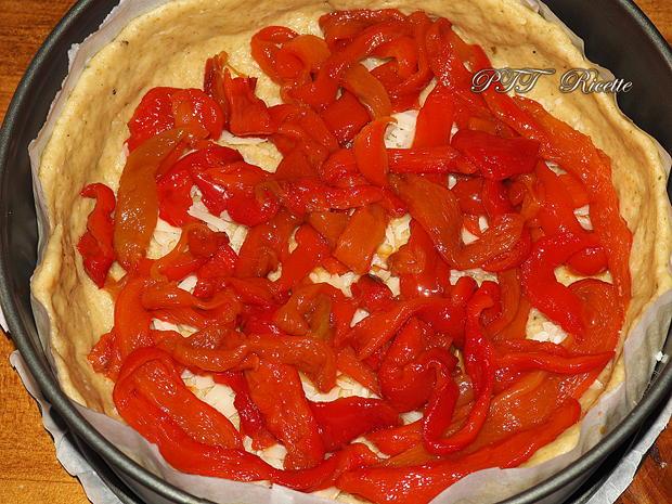 Crostata salata con zucchine, peperoni arrostiti, olive, scamorza e mozzarella 3