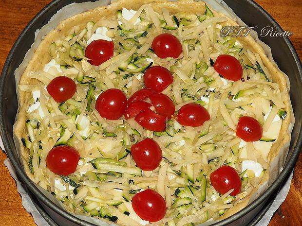 Crostata salata con zucchine, peperoni arrostiti, olive, scamorza e mozzarella 9