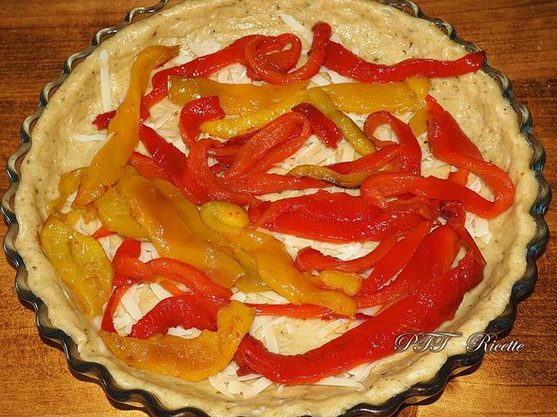Crostata salata formaggiosa con zucchine e peperoni 7