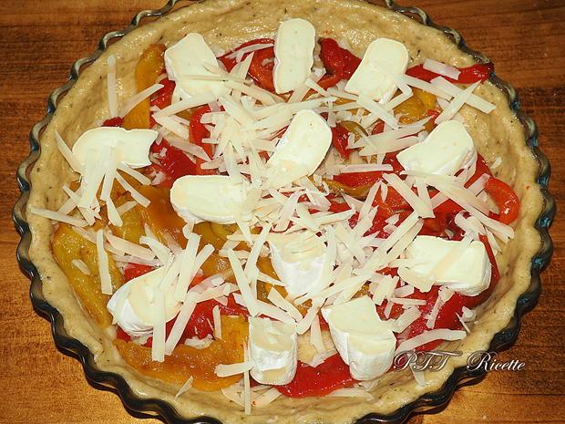 Crostata salata formaggiosa con zucchine e peperoni 8