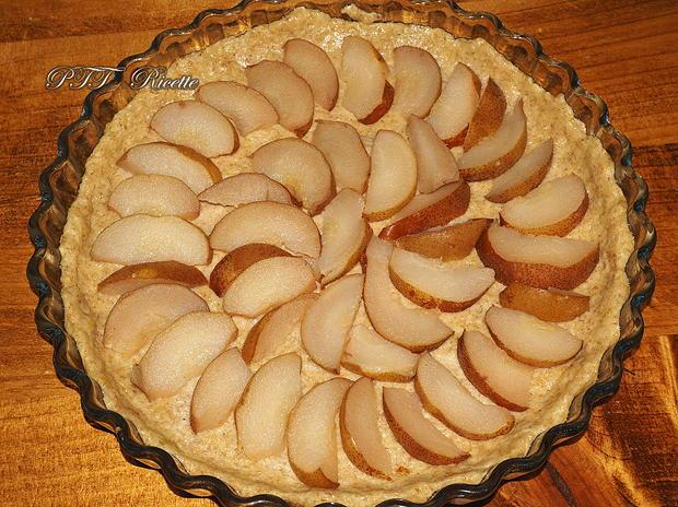 Crostata senza zucchero con pere, uvetta e confettura 3