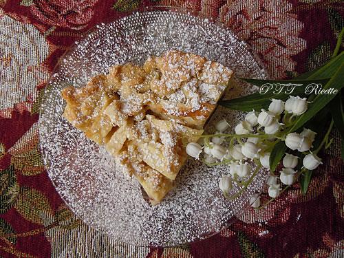 Crostata vegana con crema, mele e cioccolato 11