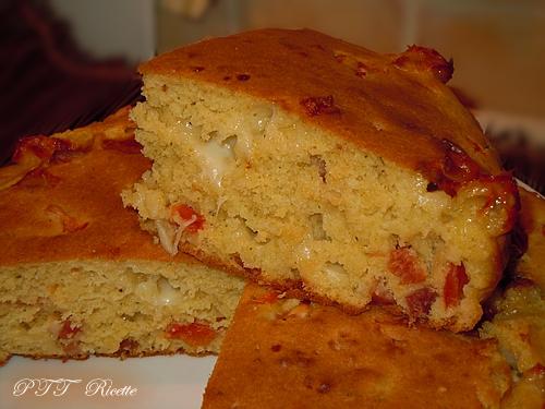 Focaccia ad impasto molle con speck, mozzarella e pomodorini 2