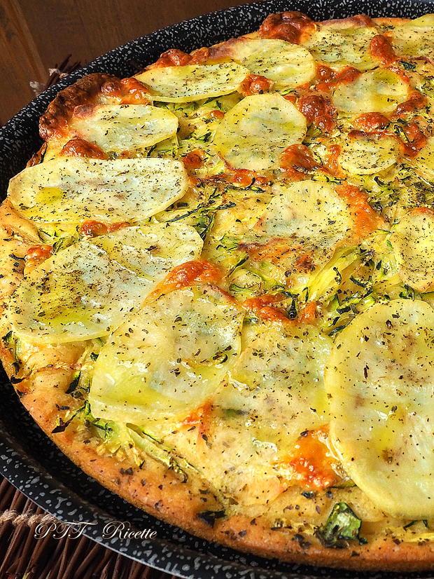 Focaccia di semola veloce con zucchine e patate 6