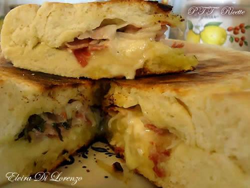 Focaccia in padella con pancetta, asparagi e stracchino 5