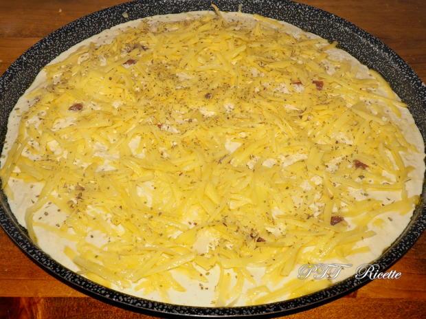 Focaccia senza lievito di birra, con patate e mozzarella 4