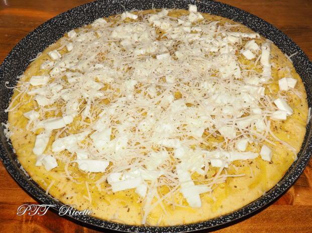 Focaccia senza lievito di birra, con patate e mozzarella 5