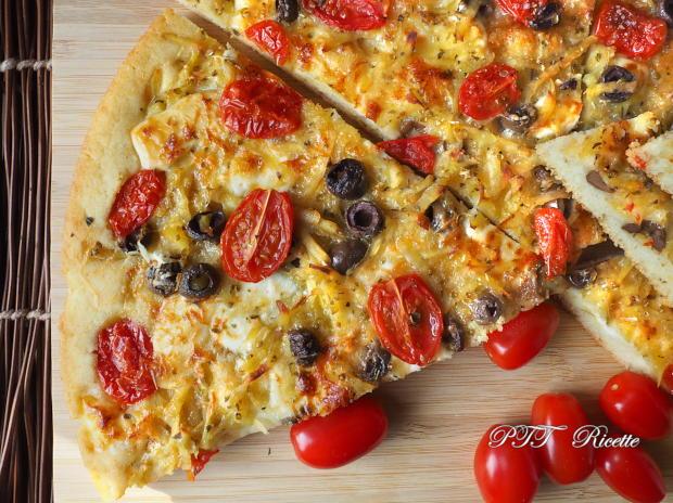 Focaccia senza lievito di birra, con patate, olive e pomodorini 11