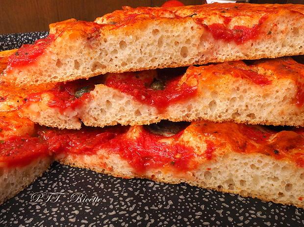 Focaccia veloce al pomodoro, origano e acciughe 6