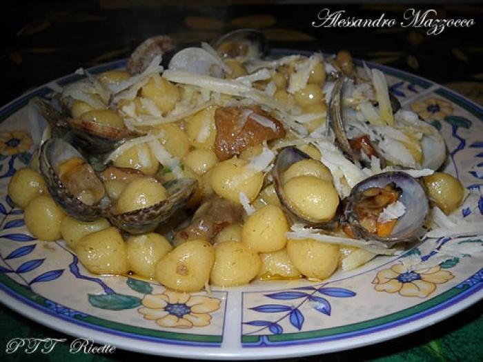 Ricetta Gnocchi Funghi E Vongole.Gnocchetti Con Vongole Veraci E Funghi Porcini Ricetta Gnocchetti Ptt Ricette