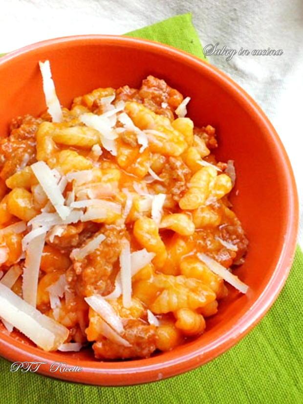 Gnocchetti sardi con sugo di salsiccia e pecorino 1