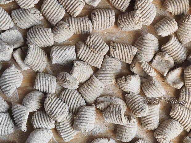 Gnocchi di grano saraceno con funghi e piselli 10