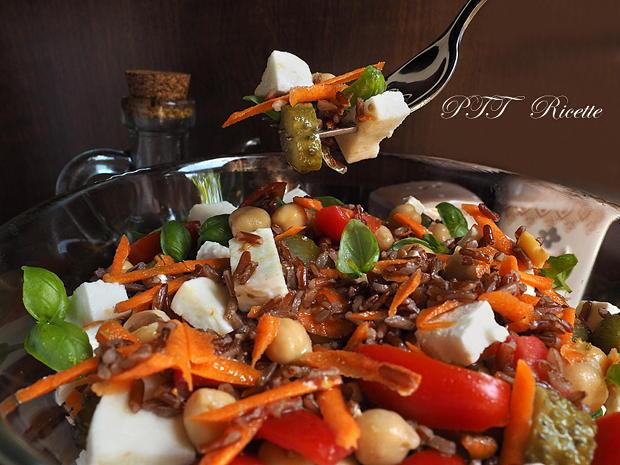 Insalata di ceci con riso, pomodori e mozzarella