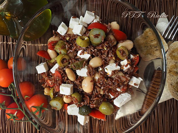 Insalata di fagioli, riso, pomodori e formaggio feta 1