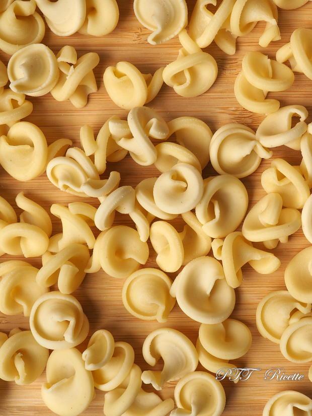 Mezzi funghi di semola con Pasta Maker Philips 8