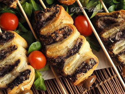 Antipasto di sfoglia con paté di olive e Parmigiano