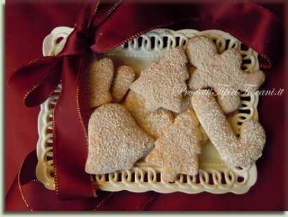 Biscotti natalizi di pasta frolla all'olio