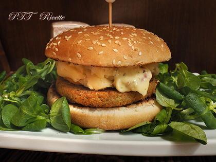 Burger vegetale ai ceci con patate e peperoni
