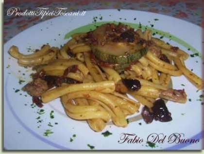 Caserecce con zucchine, pomodori secchi, tonno