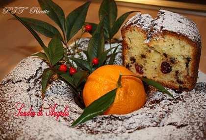 Ciambellone cioccolato e mandarino con mirtilli rossi