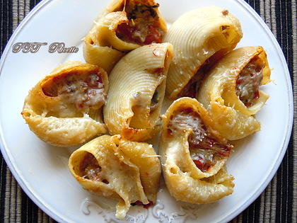 Conchiglioni ripieni di carne e peperoni